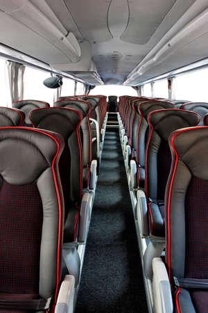 asiento: Interior de gran entrenador de autobuses con asientos de cuero