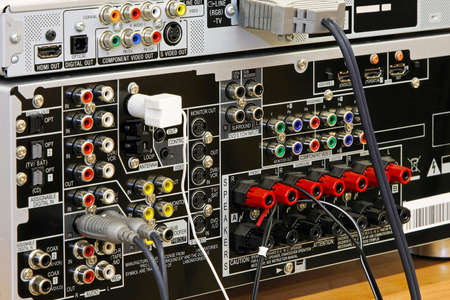 conectores: Vista trasera de los conectores de audio y v�deo receptor