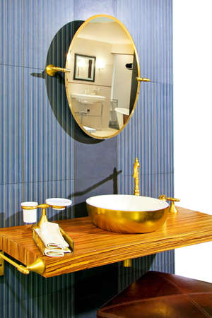 lavabo: Retro style bathroom with wood and brass elements Stock Photo