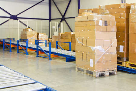conveyer: Conveyer ramp for box transport in warehouse
