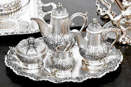 cubiertos de plata: Juego de t� en bandeja de plata de edad lujoso
