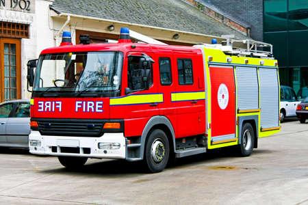 voiture de pompiers: Gros plan sur camion d'incendie de secours