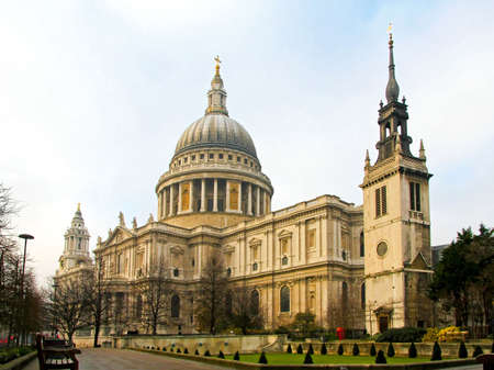 st pauls: Big temple of St. Pauls cathedral in London