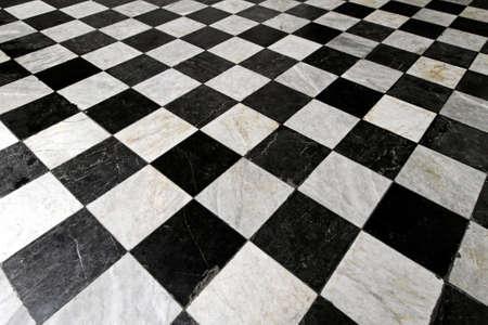 チェッカー パターンで黒と白のタイル