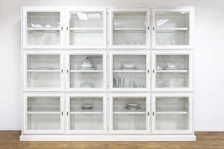 白い食器棚ディスプレイ キャビネット ガラス扉付け