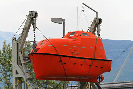 lifeboat: Lifeboat for emergency evacuation from sinking ship