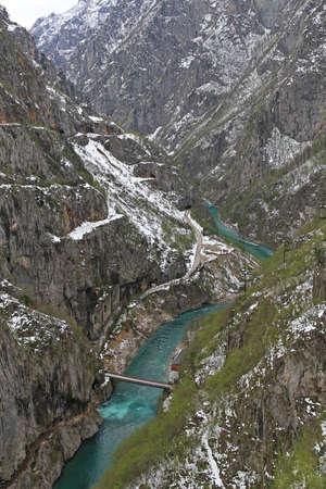 Border crossing Hum Scepan Polje between Montenegro and Bosnia Hercegovina Stock Photo - 16549956