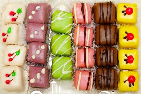 mignon: Colourful sugary mignon cakes close up