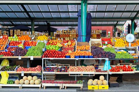 farmers' market: Fresh organic fruits at farmers market stall