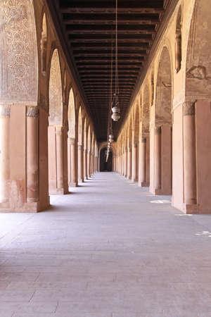 ibn: Corridors of Ibn Tulun Mosque in Cairo