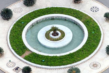 garden fountain: Roundabout circle with fountain and small garden