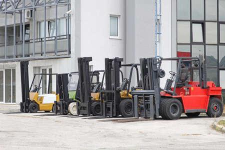 Forklift trucks in front of distribution warehouse Archivio Fotografico
