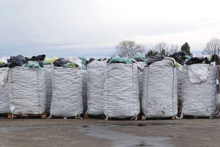재활용을위한 분류 된 큰 가방 스톡 콘텐츠