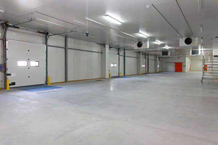 Closed automated cargo door in distribution warehouse Archivio Fotografico