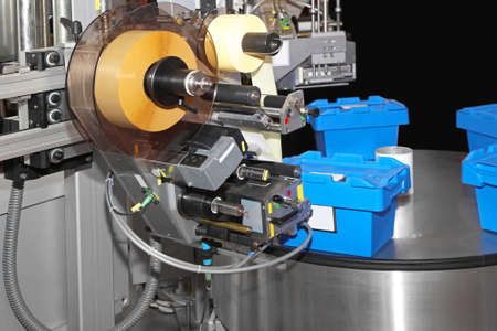Automated labeling and packing machine in factory Archivio Fotografico