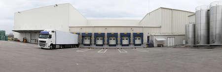 Auslieferungslager und Logistikzentrum Panorama Standard-Bild - 26005933