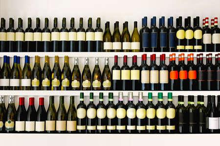 大きなワイン コレクション棚