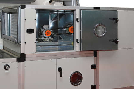 Luchtbehandelingskasten in centraal ventilatiesysteem