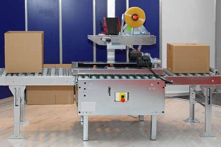 工場内のボックスの自動包装機 写真素材