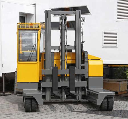 Side loader forklift for distribution warehouse Foto de archivo
