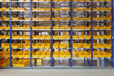 Storage trays and bins in distribution warehouse Standard-Bild
