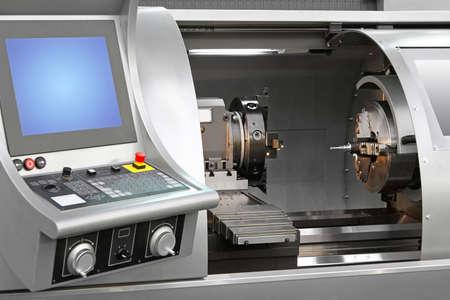 작업장의 머시닝 센터 조합 기계