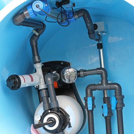 수영장 물 배관 피팅 및 유틸리티를 수영 에디토리얼