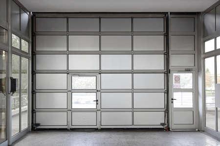 단면 동력 대형 금속 차고 문