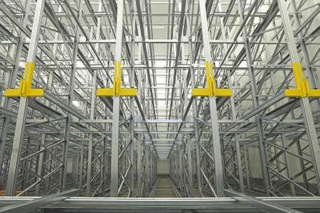 Rayonnages Rails système automatisé dans Entrepôt