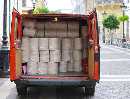 Papiertücher Rolls in Lieferwagen
