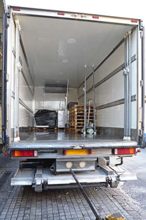 Refrigerator Truck For Perishable Freight Transport