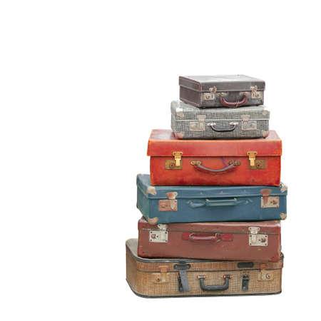 分離されたビンテージ荷物スーツケースのスタックは、クリッピング パスを含まれます