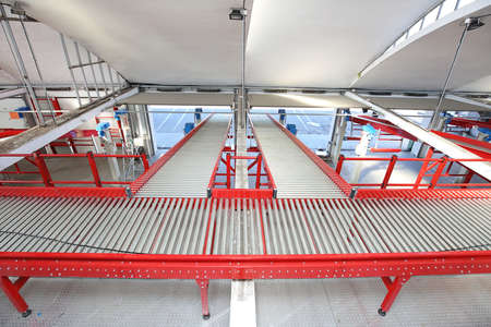 Conveyor Rollers For Shippment Sorting in Distribution Warehouse