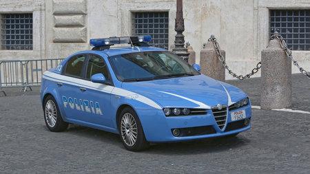 ROME, ITALIË - JUNI 30, 2014: Italiaanse Politiewagen Alfa Romeo in Quirinale in Rome, Italië. Stockfoto - 89658923