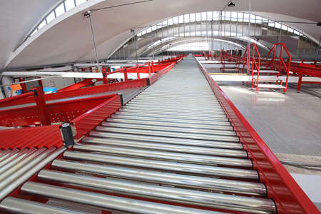 Conveyor Rollers for Sorting and Shipping in Distribution Center