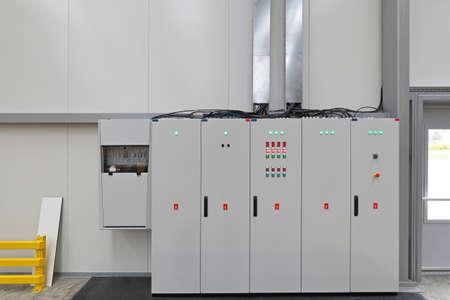 Quadro elettrico di potenza in magazzino Archivio Fotografico - 103832307
