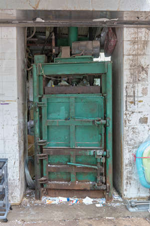 Strong Hydraulic Press For Reducing Size of Recycling Material