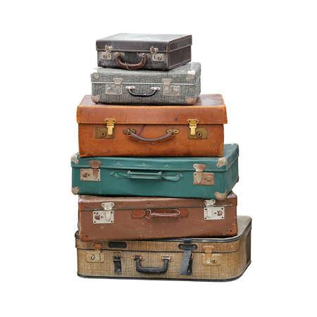 ヴィンテージスーツケースの大きな山レトロ荷物旅行孤立