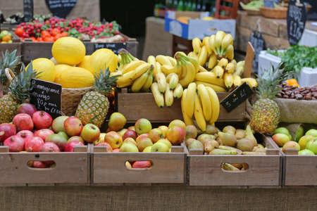 Big Selection of Fresh Fruits at Farmers Market Stall 版權商用圖片