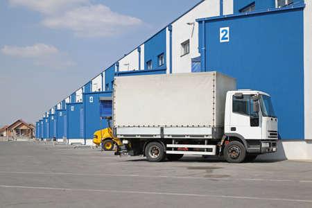 Truck at Loading Dock Distribution Warehouse Shipping Imagens