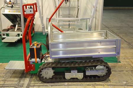 Mini Electric Tracked Dumper Vehicle for Agriculture Archivio Fotografico
