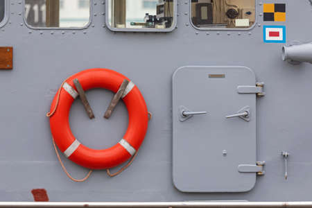 Life Ring and Watertight Door at Ship Cabin Banque d'images