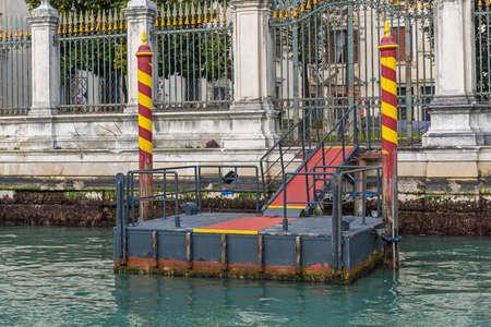 Floating Pontoon Dock at Grand Canal in Venice 版權商用圖片
