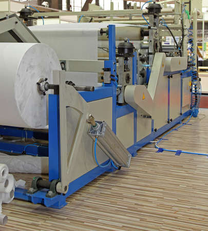 Tissue and Kitchen Towels Machine With Lamination in Factory