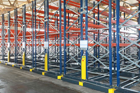 Powered Mobile Aisle Shelves in Distribution Warehouse Banque d'images