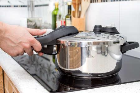 안전 커버와 고압 알루미늄 냄비 스톡 콘텐츠