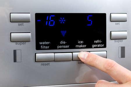 냉장고 displayer에서 제빙기 프로그램 선택. 스톡 콘텐츠