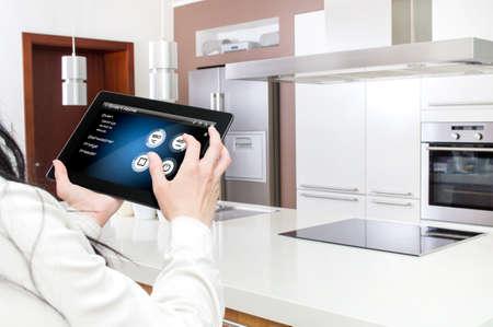 태블릿 인터페이스는 그래픽 프로그램에서 생성 된 스톡 콘텐츠