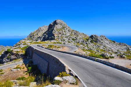 The Spiral brug op de berg weg naar Sa Calobra op Mallorca in Spanje