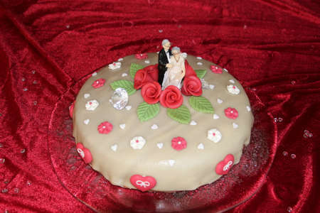 Gold wedding bride and groom at Wedding Cake